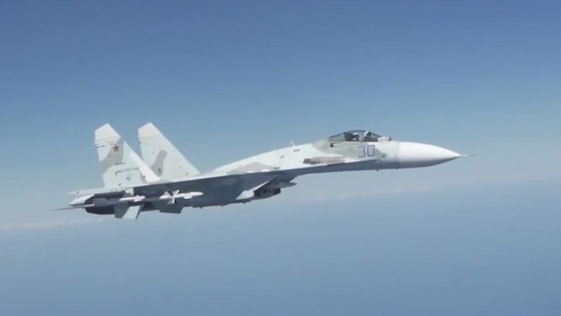 Cazas rusos interceptan y se acercan a menos de 30 metros de un bombardero estadounidense sobre el mar Negro